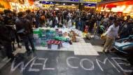 Am Anfang des Migrationspakts stand das Jahr 2015: Damals bereiteten sich Freiwillige am Frankfurter Hauptbahnhof auf die Ankunft von Flüchtlingen vor.