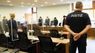 Die 52-Jährige muss sich vor der 1. Strafkammer des Potsdamer Landgerichts wegen Mordes und Mordversuchs verantworten.