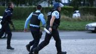 Drei Mitglieder einer Familie und ein Polizist getötet