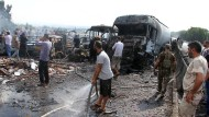 Bei Tartus sprengten Attentäter ein mit Sprengstoff beladenes Auto in die Luft.