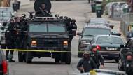 Ein mutmaßlicher Marathon-Attentäter bei Verfolgungsjagd erschossen - zweiter Mann auf der Flucht und bewaffnet.