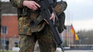 Wehrbeauftragter: Bundeswehr ist keine Reservepolizei