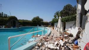 Kinder nach Stunden aus Trümmern auf Ischia gerettet