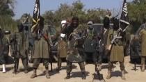 Boko-Haram-Anführer Abubakar Shekau (Mitte) spricht über die deutsche Geisel
