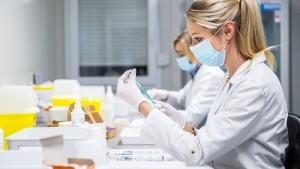 Was Impfzentren tun, wenn noch Impfstoff übrig bleibt