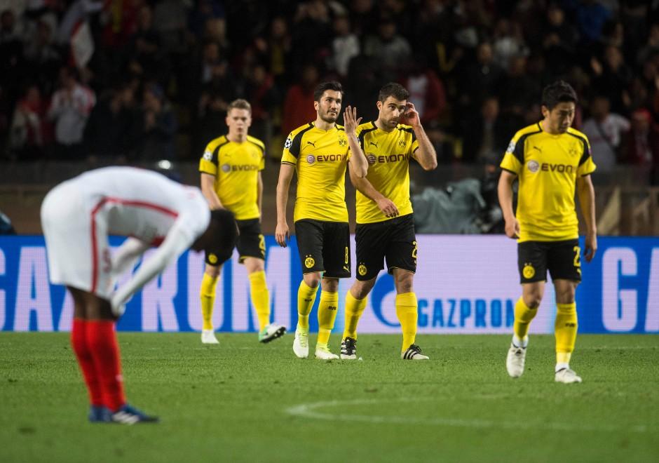 Lange Gesichter bei den BVB-Profis nach dem 1:0 durch Monacos Mbappé