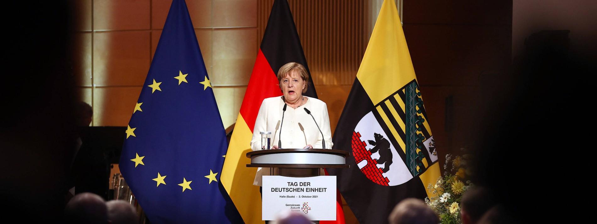 Merkel ruft zur Verteidigung der Demokratie auf