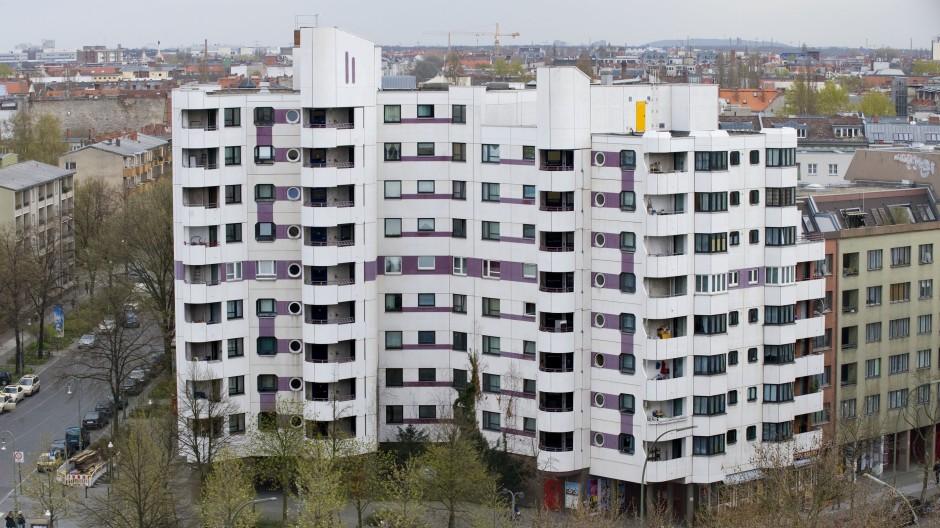 Höhere Heizkosten befürchtet: Häuserblock mit Sozialwohnungen in Berlin