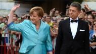 Gern gesehene Gäste: Angela Merkel und Joachim Sauer kommen zur Bayreuther Eröffnung.
