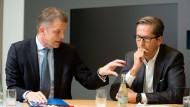 """""""Zusammen werden wir die Nummer ein"""": Die Deutsche-Bank-Vorstände Christian Sewing (links) und Frank Strauß"""