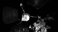 """""""Philae"""" (hier als Collage) hat offenbar keinen Strom mehr und lässt sich nicht mehr aktivieren."""
