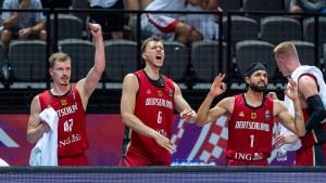 Deutsche Basketballer zittern sich ins Halbfinale