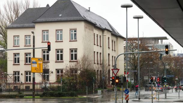 Streit Um Leerstehende Friedrich Stoltze Schule In Frankfurt