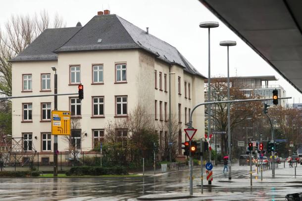 Bild Zu Streit Um Leerstehende Friedrich Stoltze Schule In