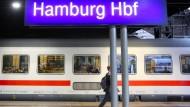 Strecke von Berlin nach Hamburg nach Brandanschlägen gesperrt