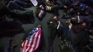 Jury entscheidet abermals über Anklage gegen Polizisten