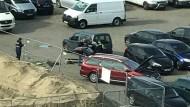 Das Auto des Franzosen wird von der Polizei untersucht