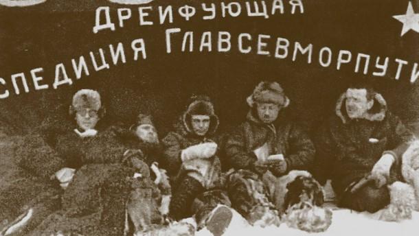 Iwan Papanin, Jewgeni Fjodorow, Pjotr Schirschow and Ernst Krenkel auf der Eisdriftstation Nordpol-1
