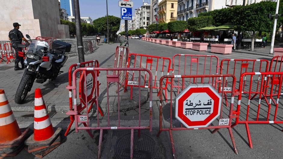 Barrikaden der tunesischen Polizei am 27. Juli in Tunis