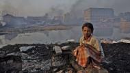 Vor allem in Südostasien ist die Luftverschmutzung gravierend (hier ein Mädchen in Bangladeschs Hauptstadt Dhaka).