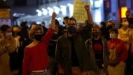 Spontane Proteste gegen die Einschränkungen des öffentlichen Lebens in Madrid am Freitagabend.