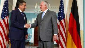 Gabriel unterstützt Schulz-Vorstoß für Abzug der Atomwaffen