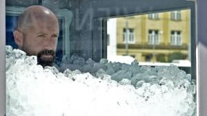 Österreicher steht mehr als zwei Stunden in Eiskabine