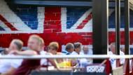 Die britische Flagge an der Wand eines Lokals in Benidorm, einem Touristenort in der Nähe von Alicante