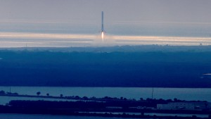 SpaceX plant 2018 Mondumrundung mit Touristen