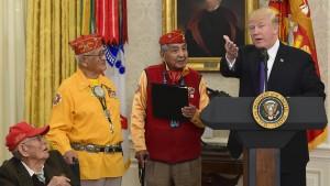 Trump verunglimpft Senatorin bei Zeremonie für Ureinwohner