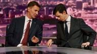 Präsentierten sich gegenseitig ihre Argumente: Jeremy Hunt und Rory Stewart bei der TV-Debatte am Sonntagabend.