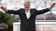 Schauspieler Alain Delon wird in Cannes mit der Ehrenpalme ausgezeichnet. Das finden nicht alle gut.