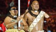 Bei der Eröffnungsfeier der Paralympischen Spiele geben die Athleten des Inselstaates Tonga eine glänzende Erscheinung ab.