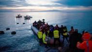 Seit der Schließung der Balkanroute und dem Inkrafttreten des Flüchtlingsabkommens mit der Türkei hat auch die Zahl der Boote abgenommen, die auf den griechischen Inseln ankommen (Foto von Anfang März 2016)