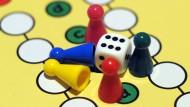 """Trotz digitaler Konkurrenz: """"Mensch ärger Dich nicht"""" ist immer noch ein beliebtes Spiel"""