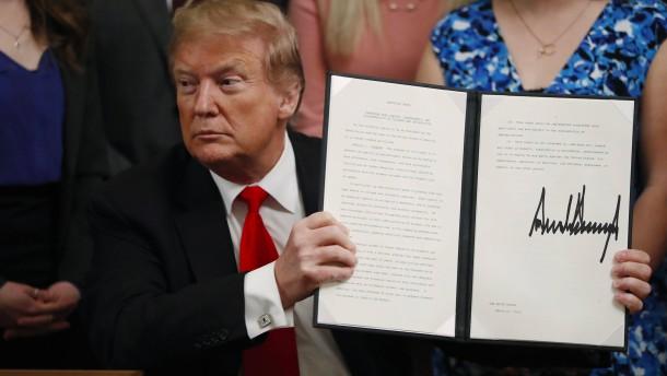 Vereinigte-Staaten-Trump-kn-pft-Mittel-f-r-Hochschulen-an-Redefreiheit