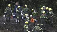 Rettungskräfte am Absturzort in Medellin in Kolumbien