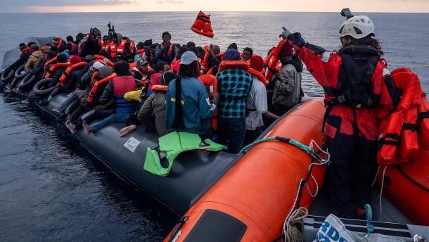 21 Seenotretter in Italien angeklagt
