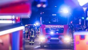 Mindestens 100.000 Euro Schaden nach Brand in Lagerhalle