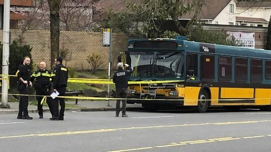 Angreifer schießt auf Bus