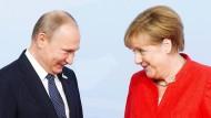 Frau Merkel bittet zum Gipfel-Tanz