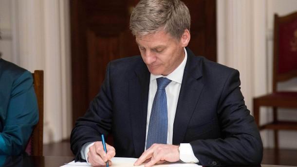 Finanzminister English übernimmt