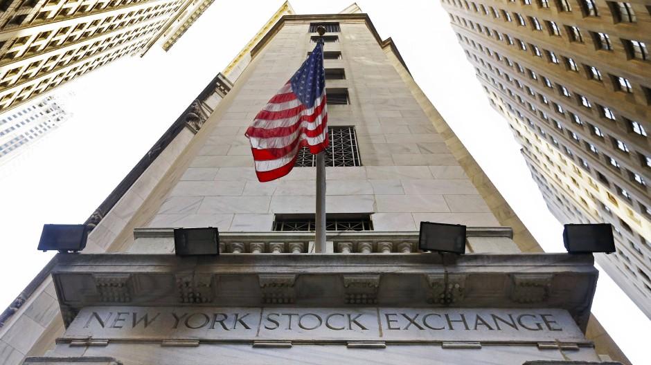Fassade der New Yorker Börse in der Wall Street