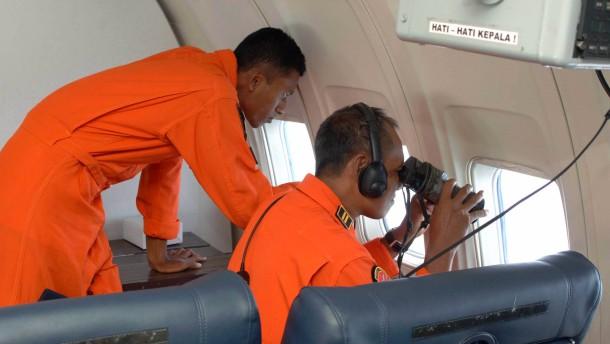 Wich Flug MH370 hunderte Kilometer vom Kurs ab?
