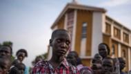 Kriegswaise Steven aus der südsudanischen Stadt Juba blickt in eine unsichere Zukunft
