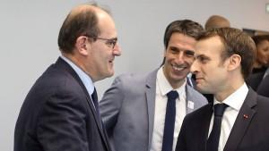 Macron baut Regierung um