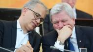 Stecken heute wieder die Köpfe zusmmen: Tarek Al-Wazir (Grüne) und Ministerpräsident Volker Bouffier (CDU)