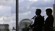 Zwei Bundeskanzler, zwei Meinungen: Faymann und Merkel in Berlin