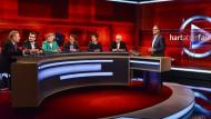 """Die Gäste von Frank Plasberg diskutieren in der Sendung """"Hart aber fair"""" am 8. Mai 2017 über Integration, innere Sicherheit und soziale Gerechtigkeit."""