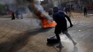 Polizisten erschießen oppositionelle Demonstranten